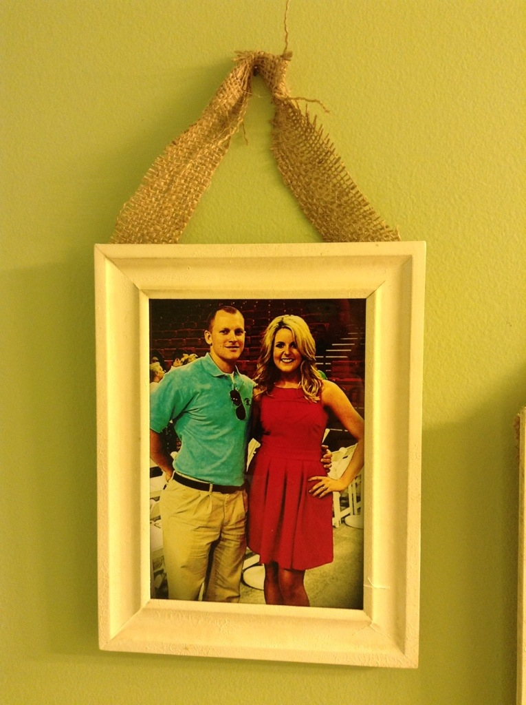how to hanging burlap picture frames all that glitters. Black Bedroom Furniture Sets. Home Design Ideas