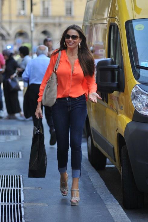 Sofia Vergara Shopping in Milan